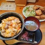 135054974 - 中村農場の親子丼と唐揚げ単品