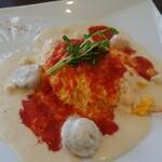 omuraisusemmonteneguron - ホタテ貝柱と小柱のクリームとトマトの二色ソースオムライス
