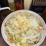 ラーメン二郎 - 麺量デフォ(ニンニクスコシ、ヤサイ、アブラ)