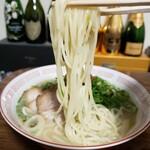 くろいわラーメン - 生麺 (中細麺)