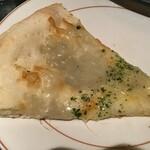モンテローザ - 4種のチーズピッツァ1切れ(2020.8.10)