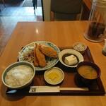 神山町魚金 - アジフライ定食1,100円。