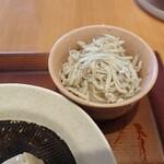 神山町魚金 - こちらも新鮮しらすおろし。