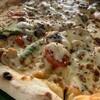 ハイビスカフェ - 料理写真:6種の具に2種のチーズを使った当店オリジナルピザ「カプリチョーザ」