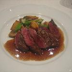 1351620 - メイン、牛肉ヒレ肉の網焼きステーキ全体画像