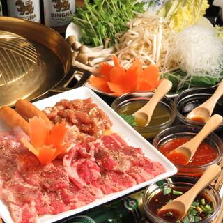 焼肉とお鍋が同時に味わえる、タイ式焼肉『ムーガタ』