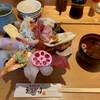 Uogashinosushiebisu - 料理写真:究極のびっくり海鮮丼(赤だし付き)