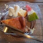 cafe Naif Blanc - ベイクドチーズケーキ