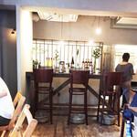 OLD NEPAL TOKYO - カウンター席の横に広々としたキッチン