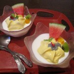135125651 - 杏仁豆腐:炭酸が加えられ、シュワァ~ッとした 新食感のマンゴークリームと、バジルシールドが 杏仁豆腐にトッピングされています。キウイ、オレンジ、スイカ、イタリアンパセリ、エディブルフラワーが彩を添えていますネ!。     2020.08.15