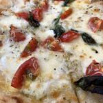 Pizzeria luna e Dolce - しらすとチェリートマトのピッツァ