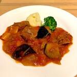ジヴェ ビアカフェ&ビストロ - 仔羊のトマト煮