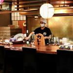 su-pukari-okushibashouten - オープンキッチンの落ち着いた雰囲気