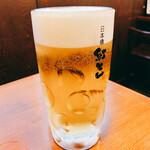 紅とん - 一杯目は生ビール(アサヒスーパードライ  中ジョッキ465円+税)