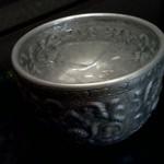 イム アロイ - タイ料理店ではおなじみ、しんちゅう製の水カップ