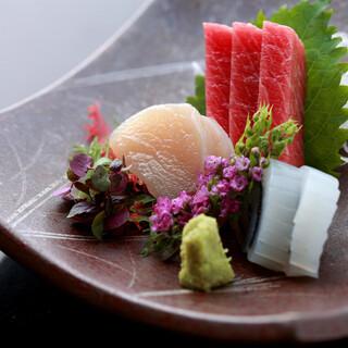 季節の味覚が楽しめる日本料理の逸品。コースもございます。
