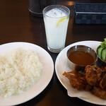 タージ・マハール - 料理写真:チキンカラアゲ定食。