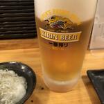 ダイサン - ドリンク写真:ビールとお通し