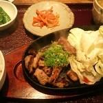 すじ平 - すじ鉄板定食780円