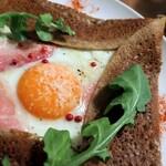 135157448 - 生ハムと卵とチーズのガレット miniサラダセット