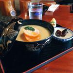 桃太郎茶屋 - 餡もち雑煮 (しょうゆ豆ついてます)