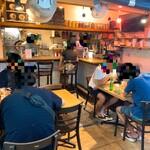 135173312 - 【2020年08月】店内の様子、コロナも有って席を間引いている印象。