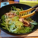 135178261 - 鉄板焼豚サラダ