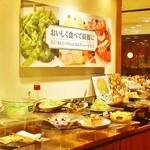 13518936 - ブッフェ ( buffet )正面ステージ (^-^)