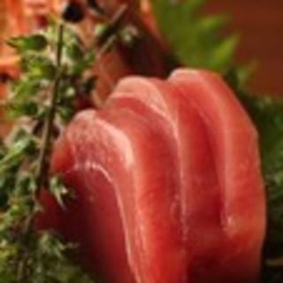 漁港直送の新鮮な魚介を、お刺身・煮魚・焼魚などでどうぞ!!