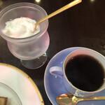 珈琲のシャポー - フレッシュクリーム・ホットコーヒー