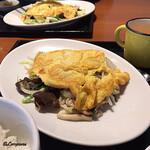 中国料理 空 - 干し海老入り野菜炒め蛋皮のせ