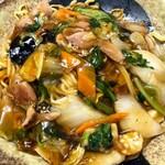 五味八珍 - パリッとした揚げた中太麺にとろみのある中華餡がよく絡む