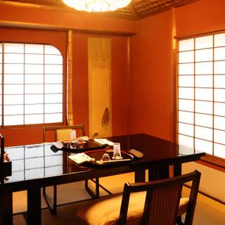 居心地の良い和空間。半個室風テーブル席はプライベート利用に。
