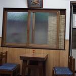ことり - 店内(テーブル席)