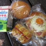 ベーカーシェフ - 料理写真:パンと白ばら牛乳