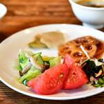 シャンウェイ - 【ランチ 麻婆豆腐定食@890円】サイド:10種以上のサラダーよりピックアップ