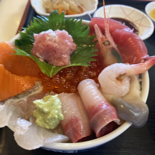 勢登鮨 - 料理写真:生チラシ丼