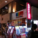 tent cafe - クリーム色の建物2階が当店