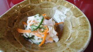 貴舟 - 魚と大根とニンジンと胡瓜の和え物