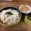 ロケットうどん - 料理写真:ざるうどん、いなり寿司 出汁はタマゴ入り