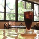 キッチン放蕩 - ドリンク写真:美味しいアイスコーヒーと景色