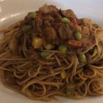 DE NIRO - ホールスパイスから作る鶏挽き肉と野菜のキーマカレー  スパゲッティ これにサラダ、パンが付いて1,100円