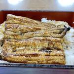 135239940 - うな重普通サイズ 坂東太郎(養殖鰻)を備長炭で焼いてます♪