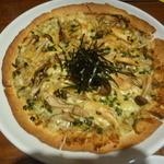 道玄坂ハイボール - カニみそとキノコのピザ