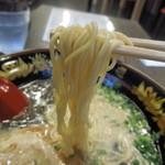 元祖博多中洲屋台ラーメン 一竜 - 麺はこんな感じ
