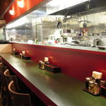 チャイニーズテーブル 由 - 内観写真:オープンキッチン、安心・安全・会話ある食事のできる店