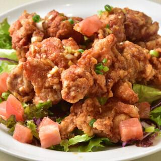 ランチは油淋鶏食べ放題◎手作り中華を気軽にお楽しみください。