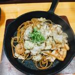 焼そば専門店 突貫亭 - エビ イカ焼きそば 醤油 太麺