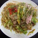 田中 - 料理写真:肉入り焼きそば 中 400円