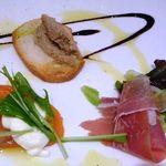 Oggi - 前菜3種・・生ハム・豚のリエット・スモークサーモン・・どれも普通に美味しいですよ。